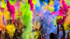 Фестиваль красок Холи – способ заработать на китайской краске и радости людей