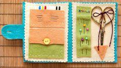 Органайзер-книжка из фетра для швейных принадлежностей