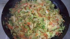 Как приготовить жареную капусту с яйцом