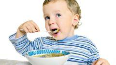 Как научить ребенка самостоятельно есть ложкой