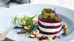 Салат со свеклой, чесноком и творогом