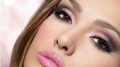 Розовый цвет в макияже