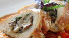 Рулет из куриного филе с грибами