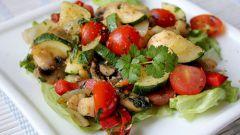 Теплый овощной салат с фризе