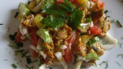 Салат из жареных лисичек и ветчины
