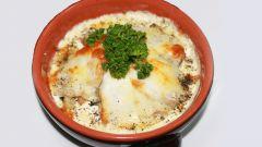 Рыба c рисом и соусом в горшочках