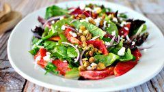 Как сделать салат с цитрусовыми и морепродуктами