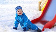 Что делать, если ребенок лизнул железо на морозе