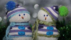 Как сделать веселого снеговика из носков и крупы