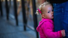 Помогите ребенку справиться со стеснительностью