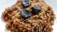 Гречневая каша с кедровыми орешками и изюмом: простой рецепт вкуснейшего блюда