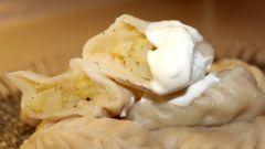 Как приготовить вареники из сырой картошки и сала