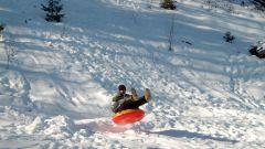 Зимние развлечения: тюбинг