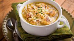 Как приготовить французский луковый суп с сыром