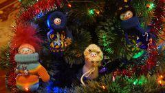 Сказочные человечки из варежек на елку