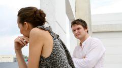 Как заставить мужчину бегать за тобой: психология