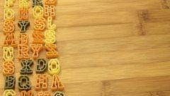 Как помочь ребенку выучить английские буквы: три сложности