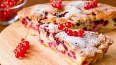 Как приготовить простой песочный пирог с вареньем из красной смородины