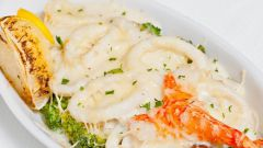 Кальмары с сыром в сливочном соусе