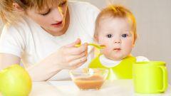 Как кормить годовалого ребёнка: от молочного к полноценной пище