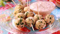 Как приготовить куриные шарики с сырным соусом