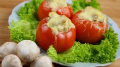 Простые фаршированные помидоры с курицей