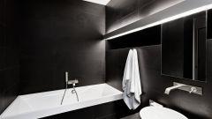 Черный цвет в ванной комнате: мрачно или элегантно?