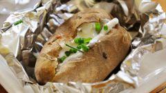 Картофель в фольге на скорую руку