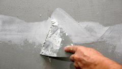 Как выровнять стену двумя слоями шпатлевки