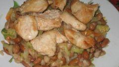 Куриная грудка с тушеной красной фасолью