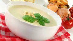 Готовим быстрый сырный суп с колбасным сыром