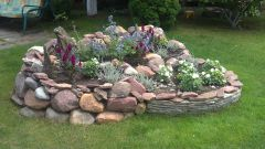 Альпийская горка — красивый элемент интерьера для сада