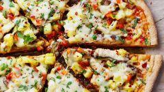 Готовим цельнозерновую пиццу с моцареллой