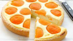 Пирог из творога с персиками