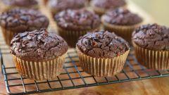 Как приготовить шоколадные маффины с орехами