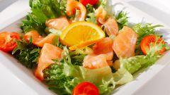 Салат с консервированным лососем