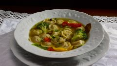 Суп «Пельмешки в горшочке»