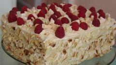 Ореховый торт с малиной