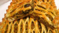 Открытый пирог с печенью и грибами