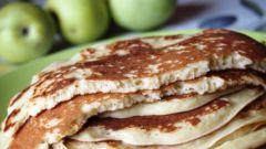 Как приготовить пышные оладьи с яблоками на кефире