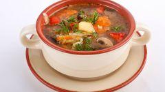 Летний суп из кабачков с грибами