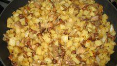 Жареный картофель с грибами и свининой