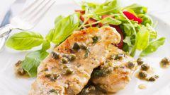 Куриное мясо под соусом из базилика
