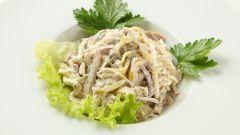 Королевский салат с куриным филе и кальмарами
