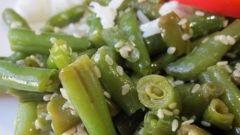 Быстрый салат из стручковой фасоли с кунжутом в соевом маринаде