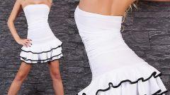 Платья и топики с обнаженными плечами