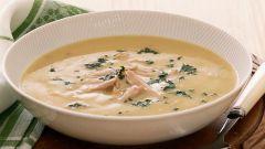 Крем-суп с куриным мясом и миндалем