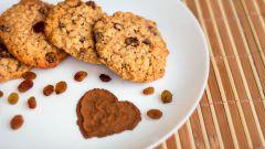 Овсяное печенье с корицей и изюмом