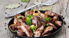 Как приготовить сочную куриную печень на сковороде?