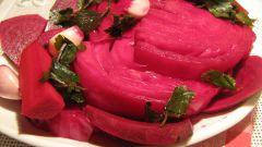 Как быстро приготовить маринованную капусту со свеклой